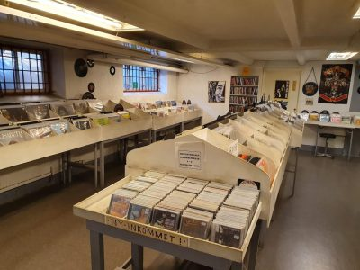 Rum med cd- och vinylskivor.