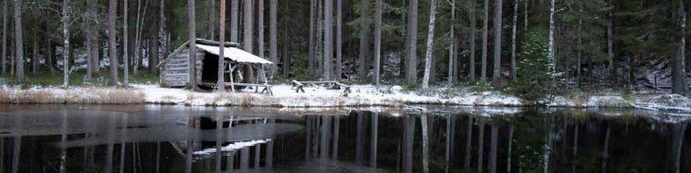 Vindskydd med Grillplats vid en sjö